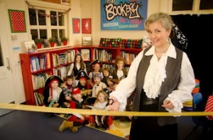 Author Helen Hart opens new library at Hawkesbury Primary School