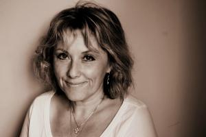 Headshot of Isabel Burt
